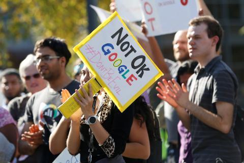 Protesta de empleados de Google en 2018 respecto a la salida bonificada de Andy Ruben, acusado de acoso sexual.
