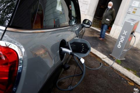 Punto de carga de un coche eléctrico