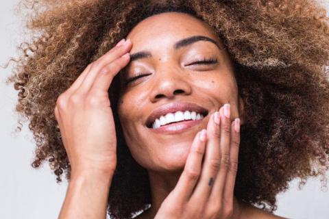 rostro de mujer sonriendo