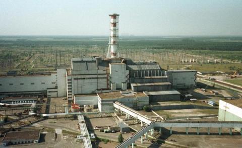 El sarcófago de Chernobyl en 1998.