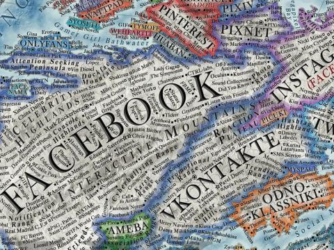 El panorama de Facebook incluye el Valle de los Amigos, la Cordillera del Ciberacoso, la Península de los Buscadores de Atención o las Montañas Carapato.