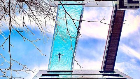 La piscina Sky Pool de Londres mide 25 metros y permite pasar a nado de un edificio a otro.
