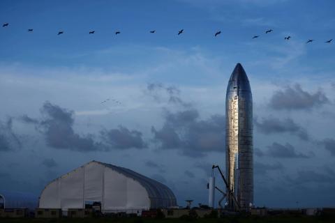 Un prototipo de la nave espacial Starship de SpaceX en las instalaciones de la compañía en Boca Chica, Texas.
