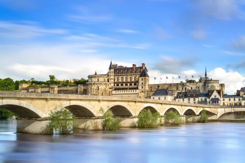 Pueblo de Amboise en el Valle del Loira, Francia.