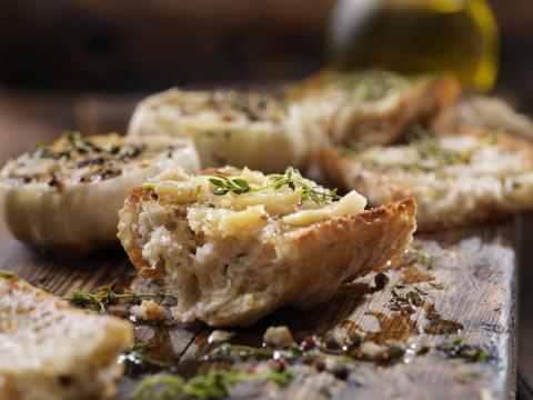 El viaje del pan de ajo: desde Tutankamón, pasando por Italia y EE. UU., hasta llegar a Mercadona