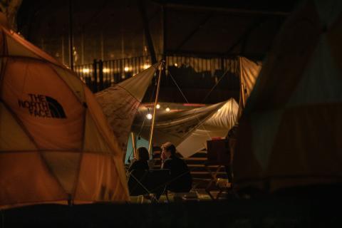 Acampar acampada familia amigos