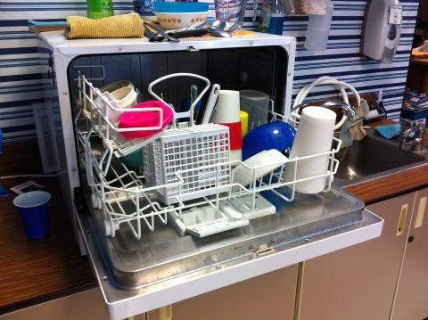 Para ahorrar habría que poner el lavavajillas de madrugada.