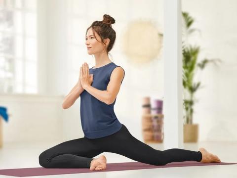 Camiseta de mujer para yoga sin costuras.