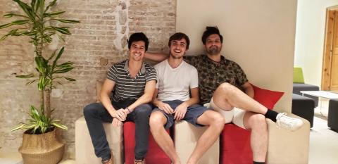 Cofundadores de FlexiDAO: Joan Collell (i), Simone Accornero (c) y Grzegorz Bytniewsky (d).