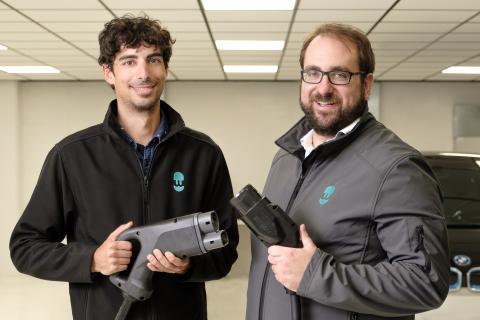 Eduard Castañeda (i) y Enric Asunción (d), fundadores de Wallbox