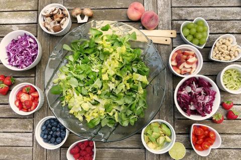 Ensalada saludable condimentos vegetales