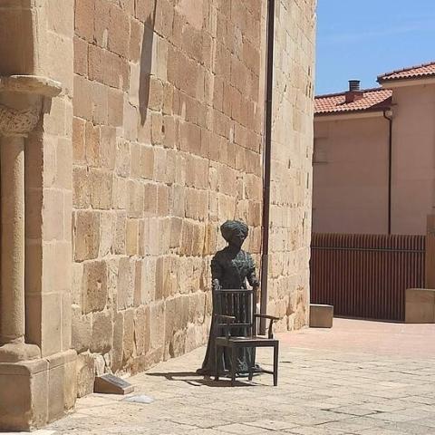 Escultura de Leonor Izquierdo, Soria.