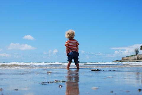 Un estudio realizado por el Instituto de Salud Global de Barcelona asocia el tiempo al aire libre en la infancia con una mejor salud mental en la edad adulta.