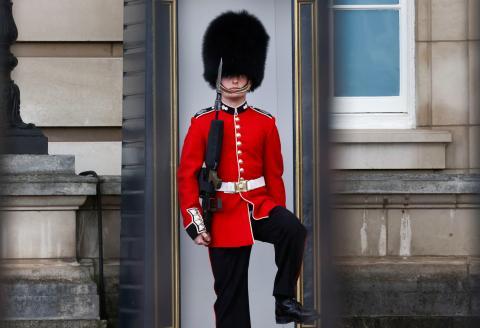 Guardia seguridad buckingham palace