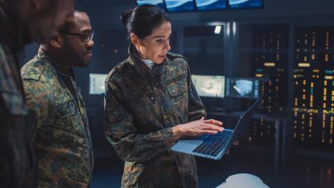Ingenieros militares trabajando