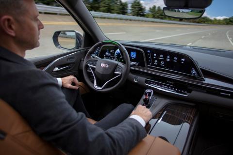 2021 Cadillac Escalade SUV con asistencia a la conducción manos libres Super Cruise de General Motors.