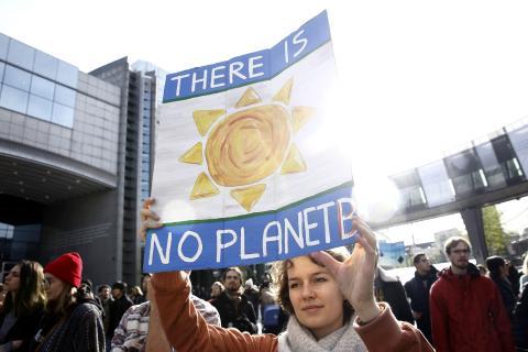 Acción sobre el cambio climático frente al Parlamento Europeo en Bruselas, Bélgica.