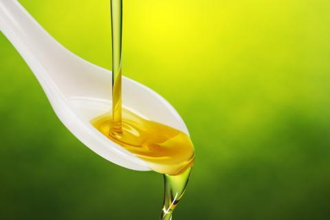 Los mejores aceites de oliva virgen extra de los supermercados, según la OCU; los de Mercadona y Carrefour, en el top 3