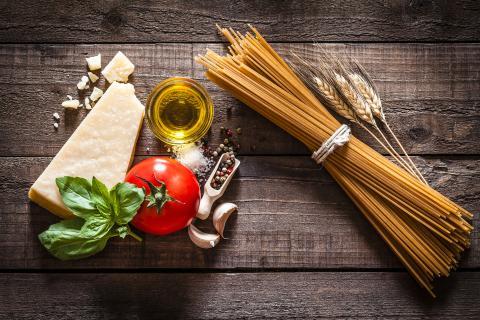 La pasta integral es más saludable y rica en nutrientes que la blanca o refinada.