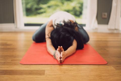posturas yogas para ganar elasticidad a partir de los 40