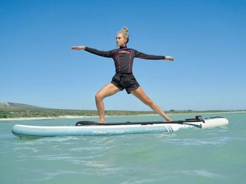 Tabla paddle surf y yoga para el agua.