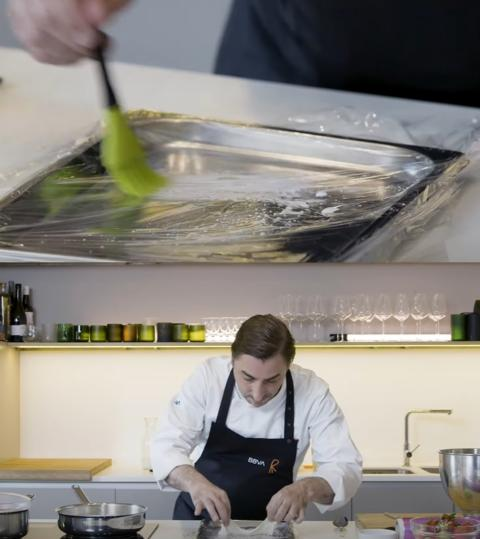 Jordi Roca preparando el velo de Nata.