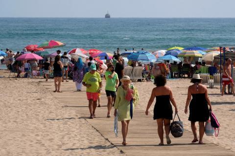 Veraneantes en una playa