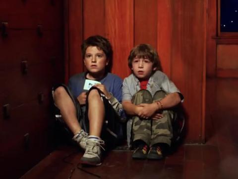 Josh Hutcherson y Jonah Bobo en 'Zathura: una aventura fuera de este mundo'.
