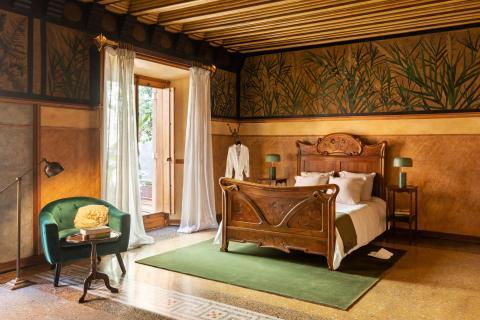 Interior de uno de los dormitorios de Casa Vicens.
