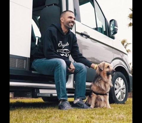 Antonio y su perro, Miko.