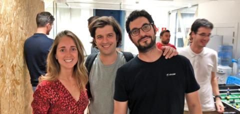 El CEO y cofundador de Circular, Pedro Torrecillas, entre la product manager Laura Caro y el cofundador y CTO de la startup, Teo Ruiz