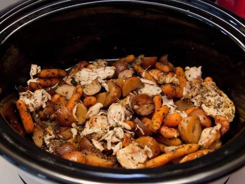 Si estás cocinando a fuego lento durante mucho tiempo, necesitas una cantidad decente de agua.
