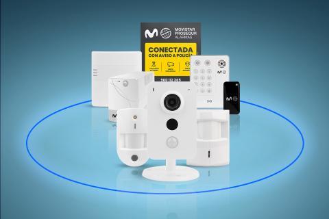 Equipo Movistar Prosegur Alarmas: detectores y cámara de seguridad conectada a su Central Receptora de Alarmas y con el Servicio Vigilante Acuda