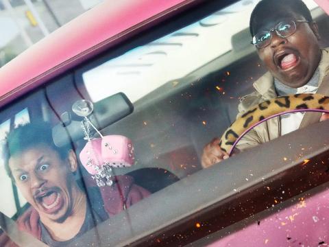 Eric Andre y Lil Rel Howery en 'Un mal viaje'.