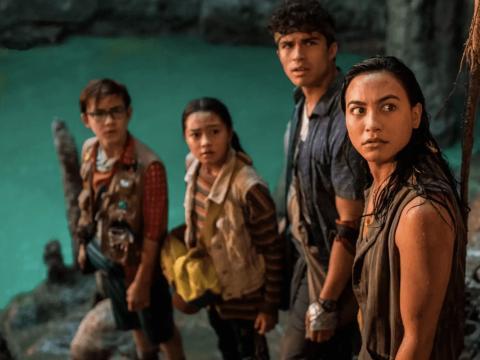 Owen Vaccaro, Kea Peahu, Alex Aiono y Lindsay Watson en 'Ohana: el tesoro de Hawai'.