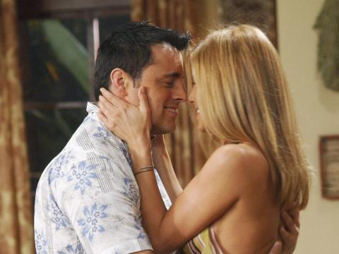 Matt LeBlanc como Joey Tribbiani y Jennifer Aniston como Rachel Green.