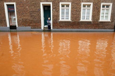 Calle inundada tras las fuertes lluvias en Erftstadt (Alemania), el 16 de julio de 2021.