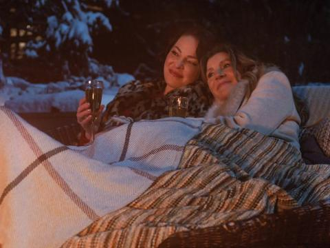 Katherine Heigl y Sarah Chalke interpretan a Tully y Kate en 'El baile de las luciérnagas'.
