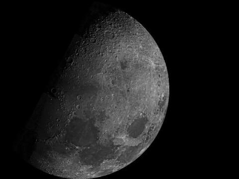 La luna vista por la sonda Mariner 10 de la NASA en 1973.