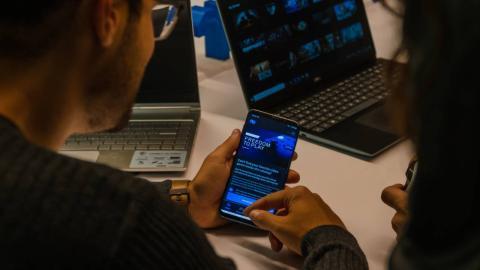 Nware cuenta con app en móviles que permite sincronizar partidas fácilmente entre dispositivos.