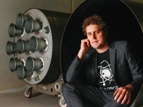 Una foto de 2015 del fundador y director general de RocketLab, Peter Beck.