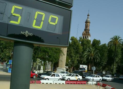 Termómetro en el centro de Sevilla en junio de 2004.