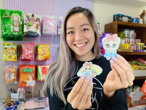 Nguyen también ha diseñado sus propios personajes y productos que ahora vende en Popshop Live.