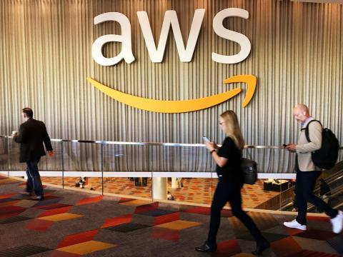 El servicio AWS de Amazon es la infraestructura tecnológica que aloja páginas webs y plataformas como Netflix, Goldman Sachs, Coca-Cola, Johnson & Johnson, Siemens, Shell y Comcast entre otros.