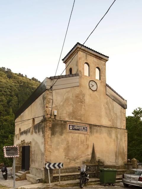 """Antes de ser conocido como """"La Iglesia de Tas"""", el edificio era una iglesia construida alrededor de 1530 en el País Vasco, al norte de España."""