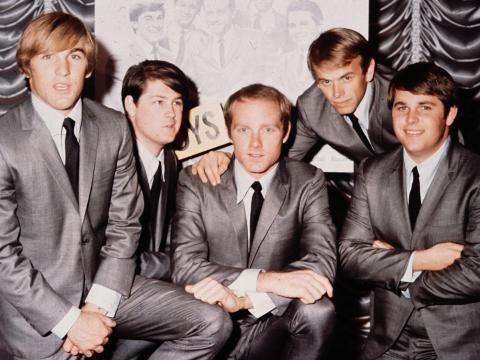 Los Beach Boys estuvieron a punto de cantar 'Greased Lightnin'.