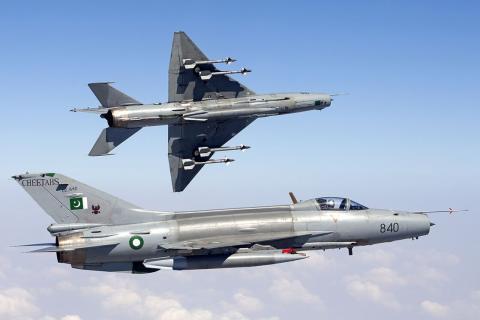 Dos F-7 de la Fuerza Aérea de Pakistán en septiembre de 2013.