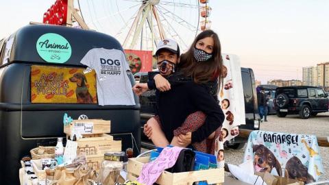 La camper permite a los dueños de Animal Studio llevar su negocio a todos los rincones.