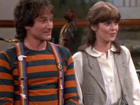 Robin Williams y Pam Dawber como Mork y Mindy.