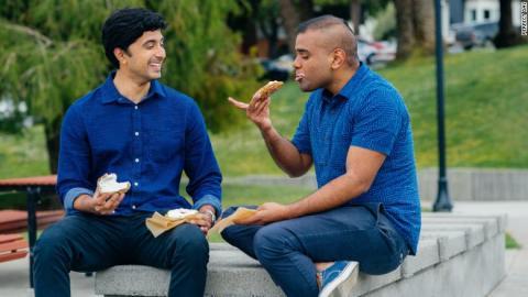 El ingeniero químico y biológico Ryan Pandya (izquierda) y el ingeniero biomédico Perumal Gandhi (derecha) fundaron Perfect Day en 2014.